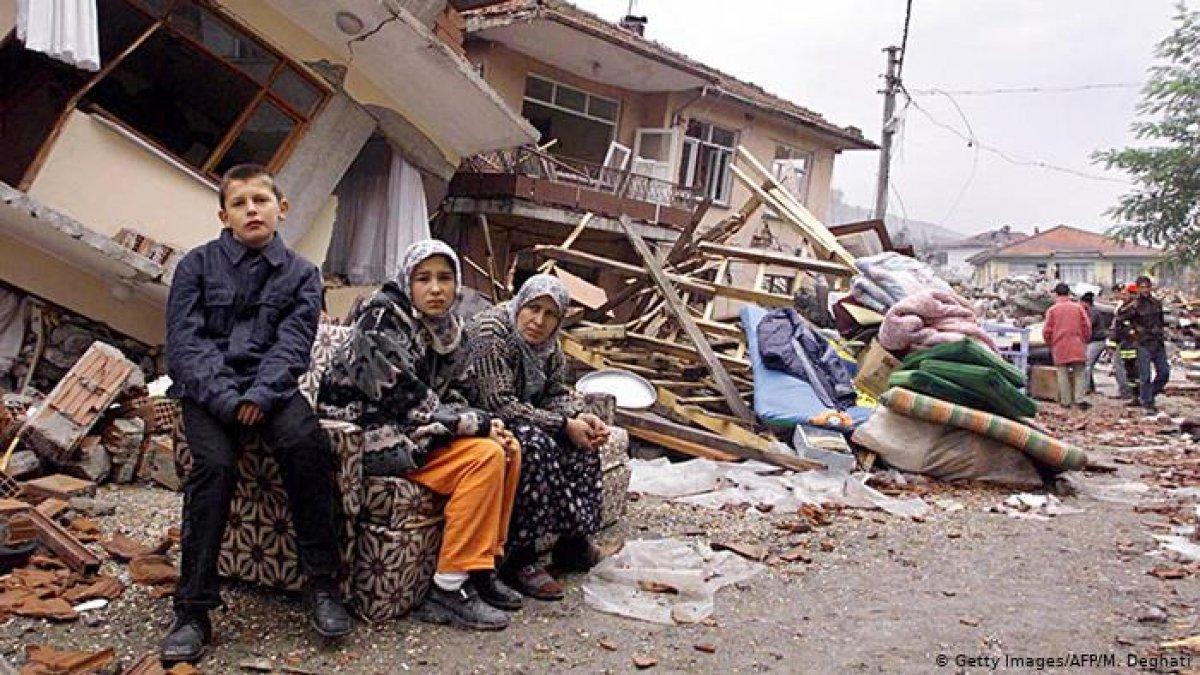 1999 depreminden akıllarda kalan görüntüler #4
