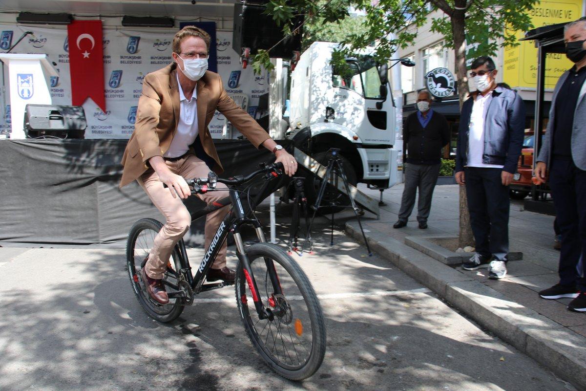 AB Delegasyonu Başkanı Meyer-Landrut, Ankaralılarla birlikte pedal çevirdi #5