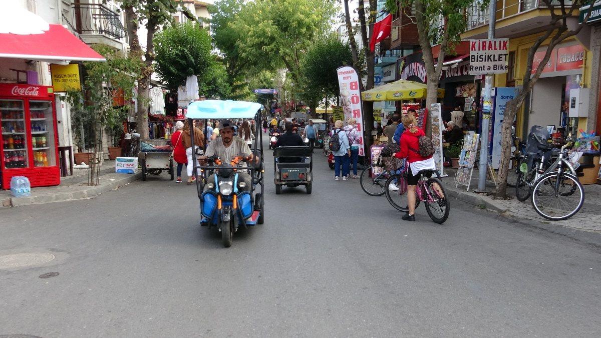 Ada sakinlerinden elektrikli araçların kaldırılması kararına tepki