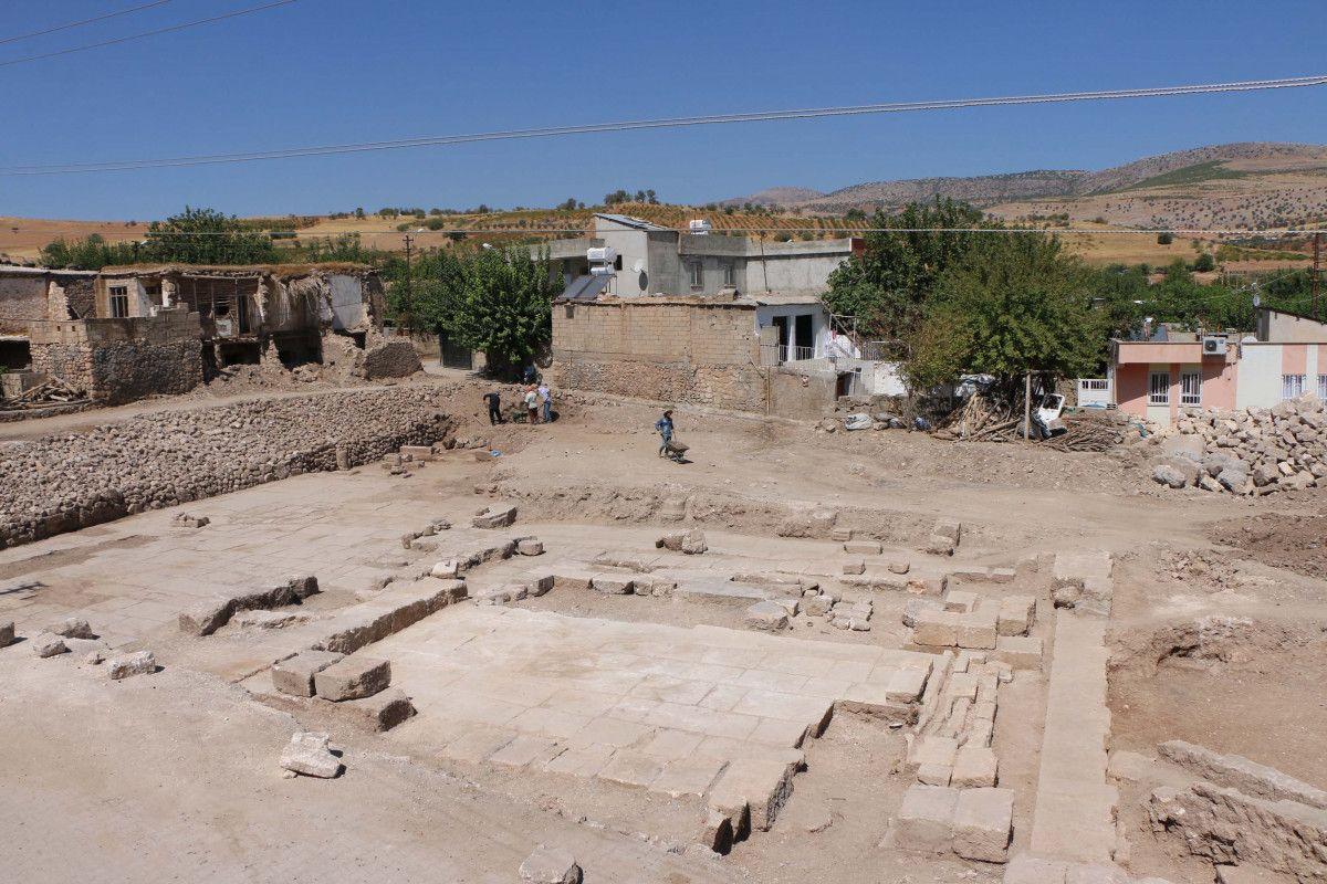 Adıyaman daki Perre Antik Kenti nden sütun ve yazıtlar çıktı #1
