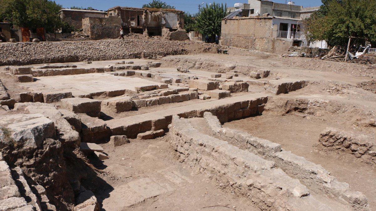 Adıyaman'daki Perre Antik Kenti'nden sütun ve yazıtlar çıktı