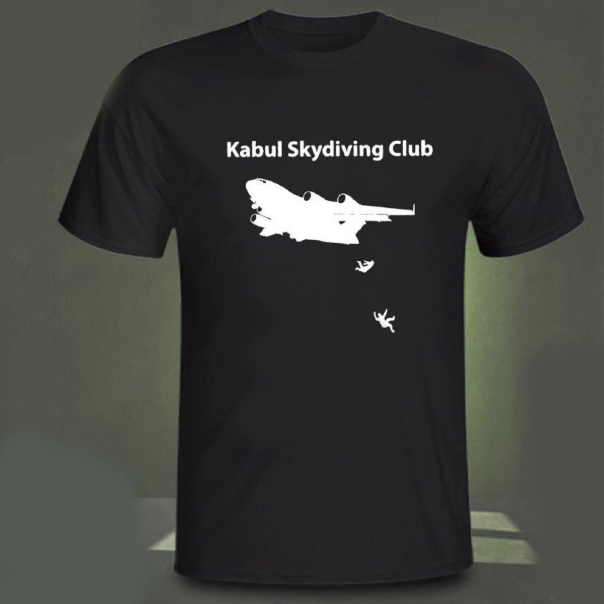 Afganistan da uçaktan düşen insanların resmedildiği tişörtler ABD de satışta #1