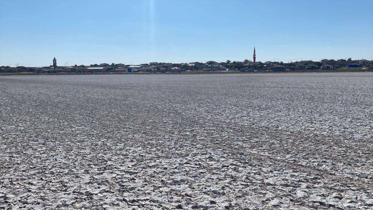 Aksaray'daki Akgöl tamamen kurudu