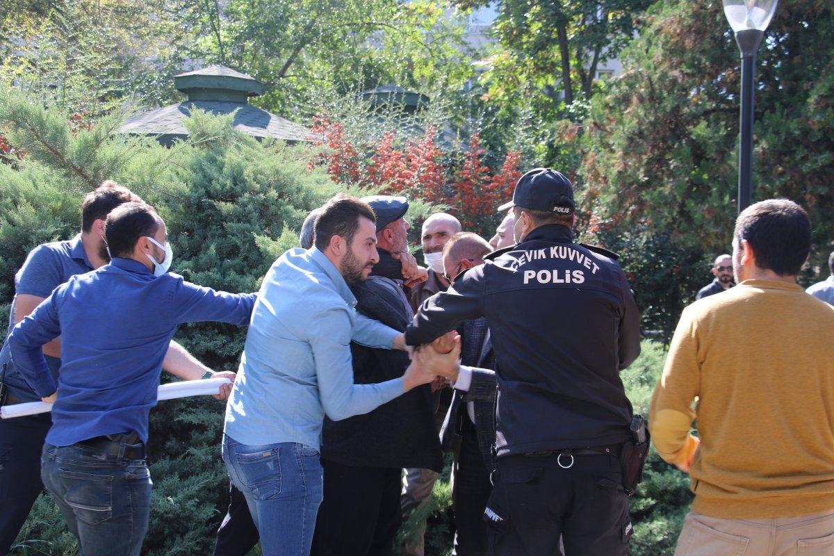 Ankara da aşı karşıtlarının mitinginde arbede çıktı #2