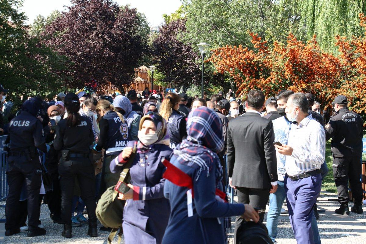 Ankara da aşı karşıtlarının mitinginde arbede çıktı #4
