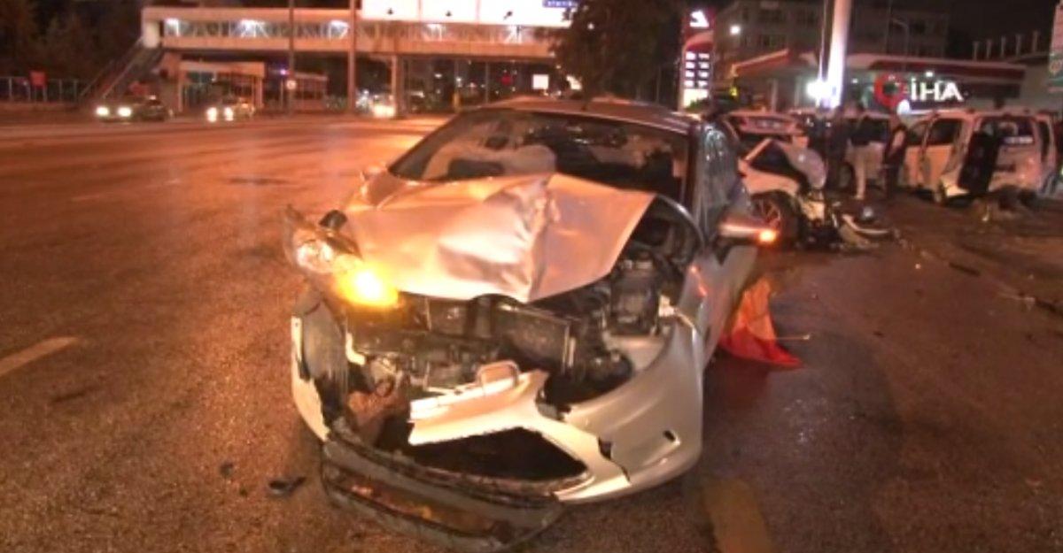 Ankara da zincirleme kaza: 2 yaralı #1