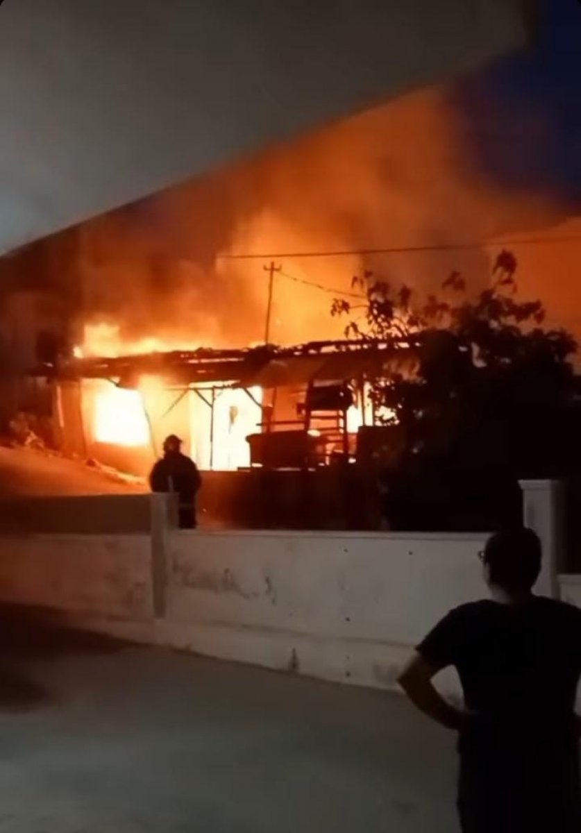 Antalya da çakmakla oynayan kız evi yaktı #3