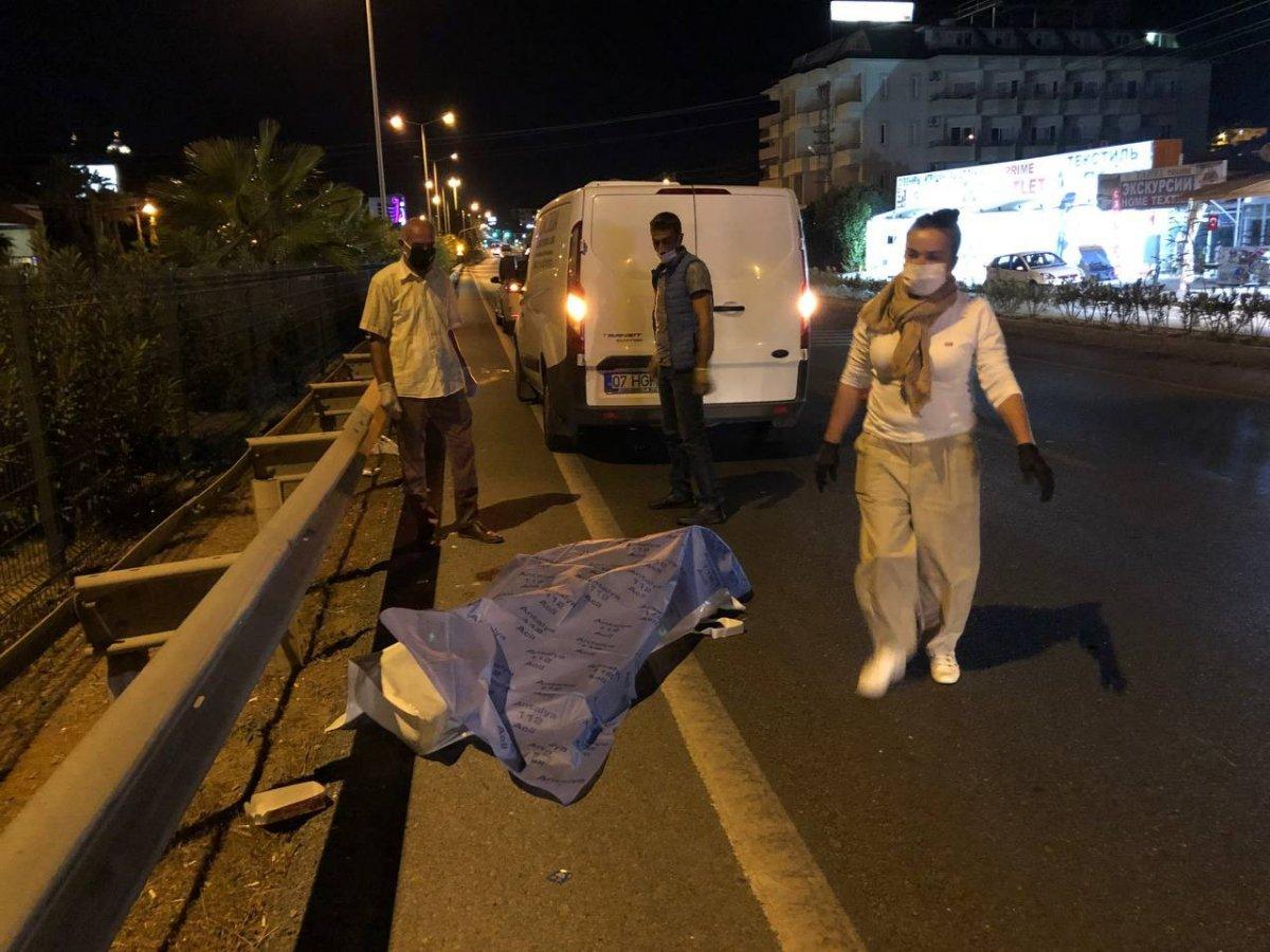 Antalya da turistlere araba çarptı: 1 ölü 1 yaralı #3