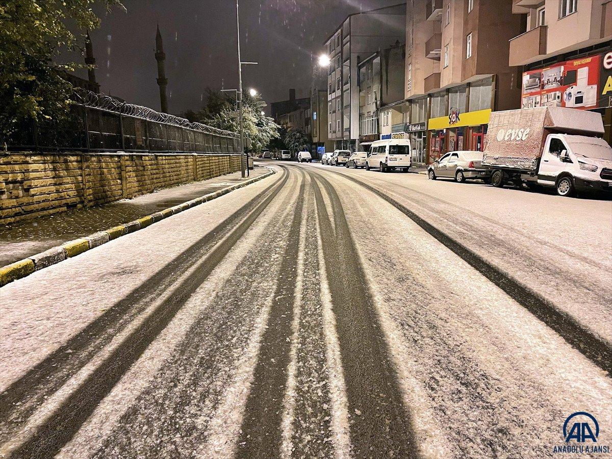 Ardahan'da mevsimin ilk karı yağdı #6