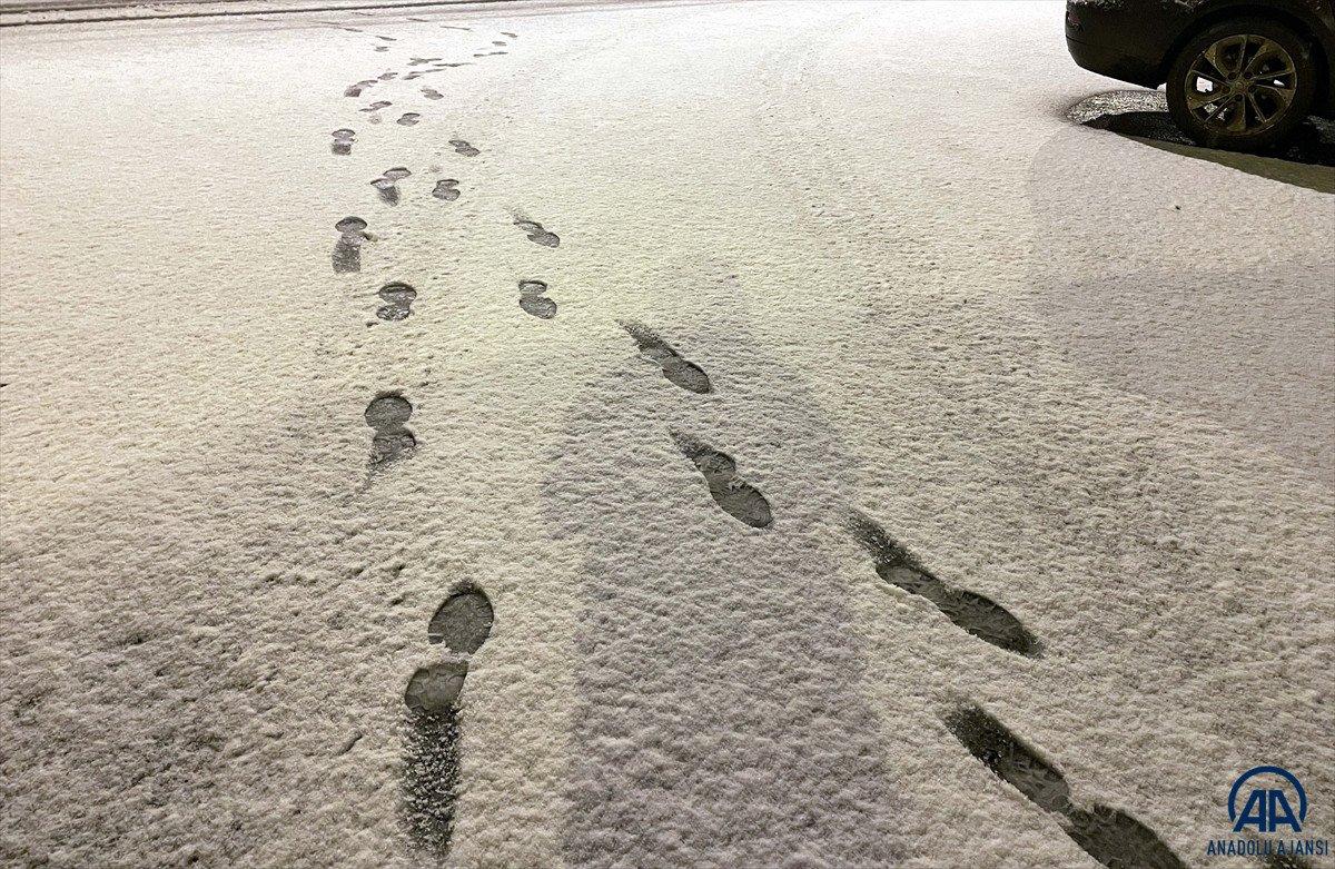 Ardahan'da mevsimin ilk karı yağdı #7