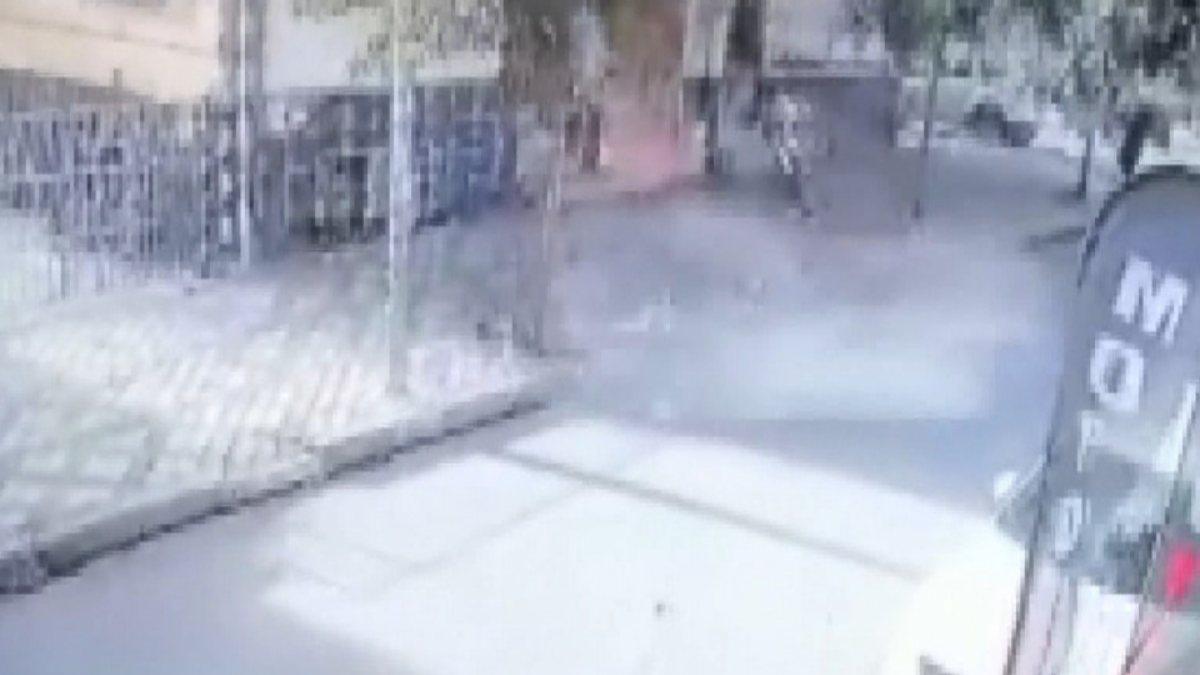 Bağcılar'da bina çatısından parçalar düştü