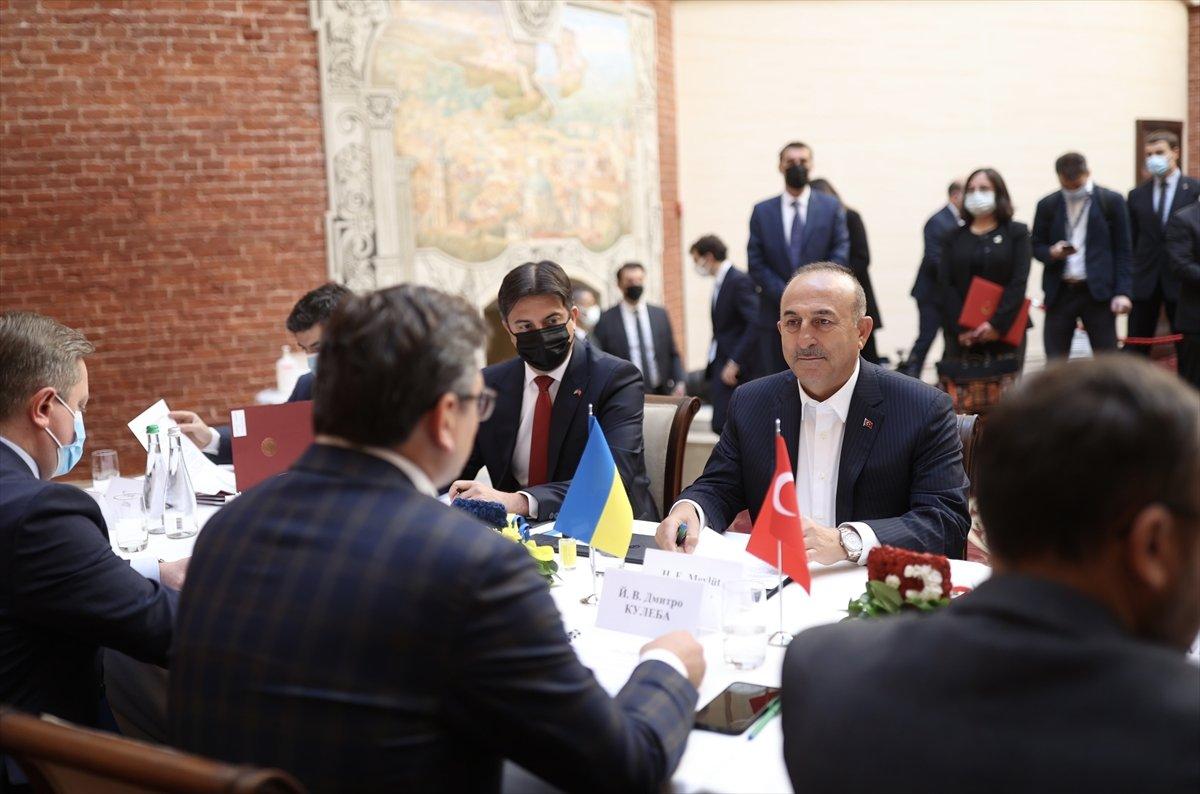Bakan Çavuşoğlu, Ukraynalı mevkidaşı ile ortak basın toplantısı düzenledi #3