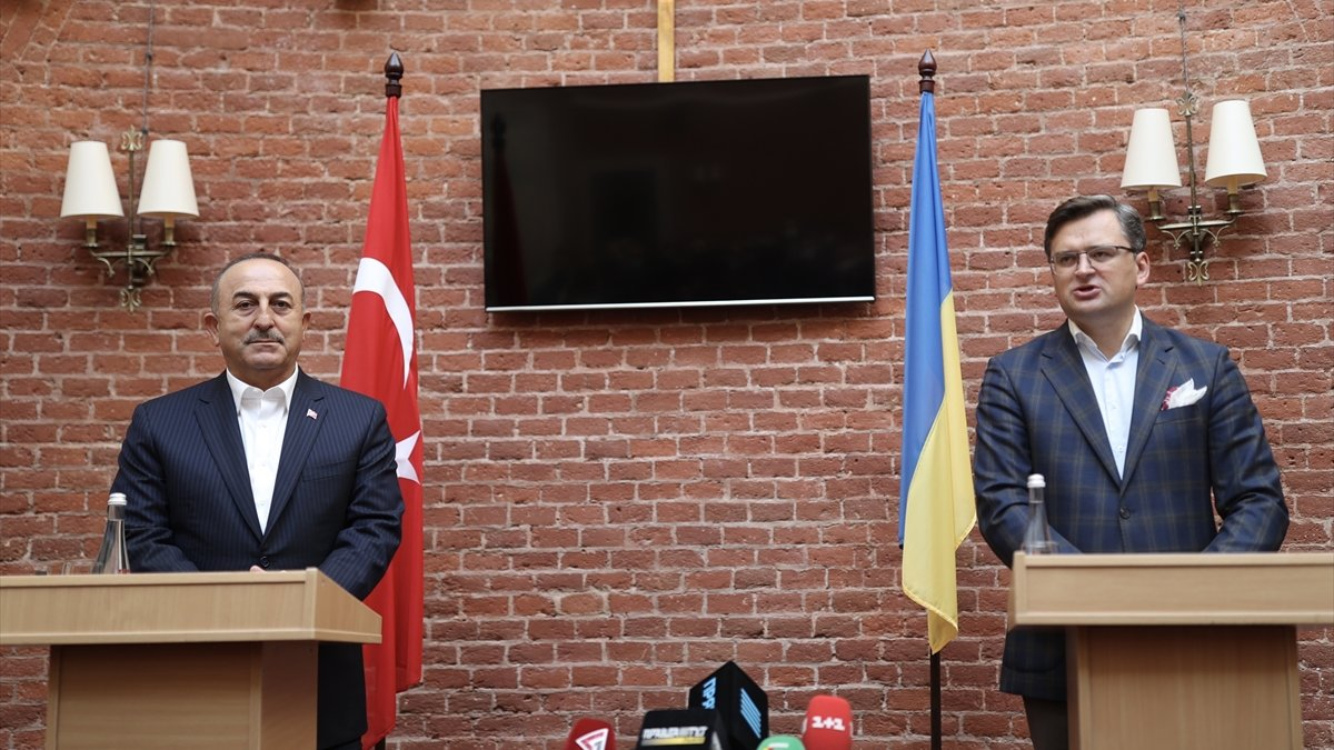 Bakan Çavuşoğlu, Ukraynalı mevkidaşı ile ortak basın toplantısı düzenledi