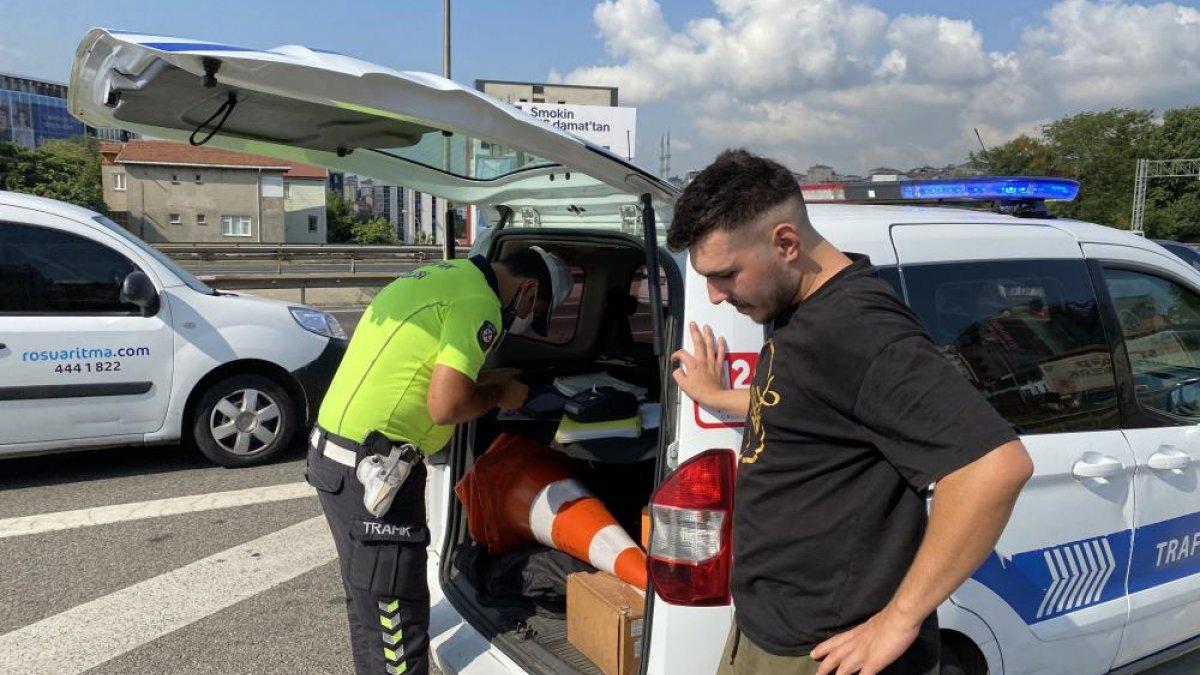 Beykoz'da sürücülere usulsüz çakar denetimi yapıldı