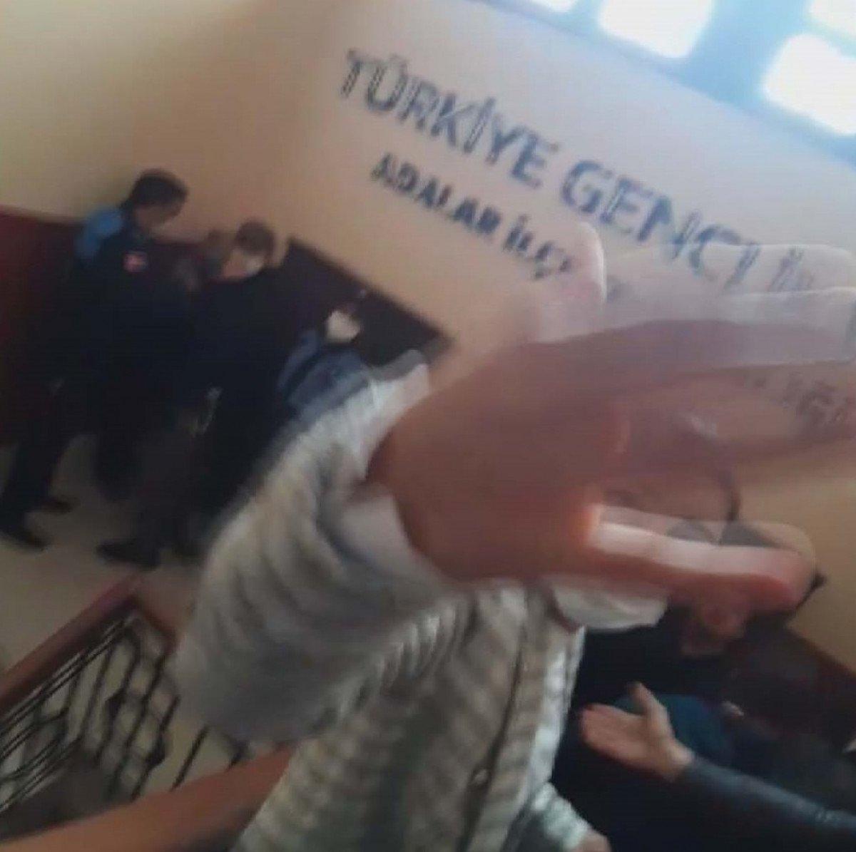 Büyükada da gergin tahliye: İBB ve TÜGVA'dan açıklama geldi #1