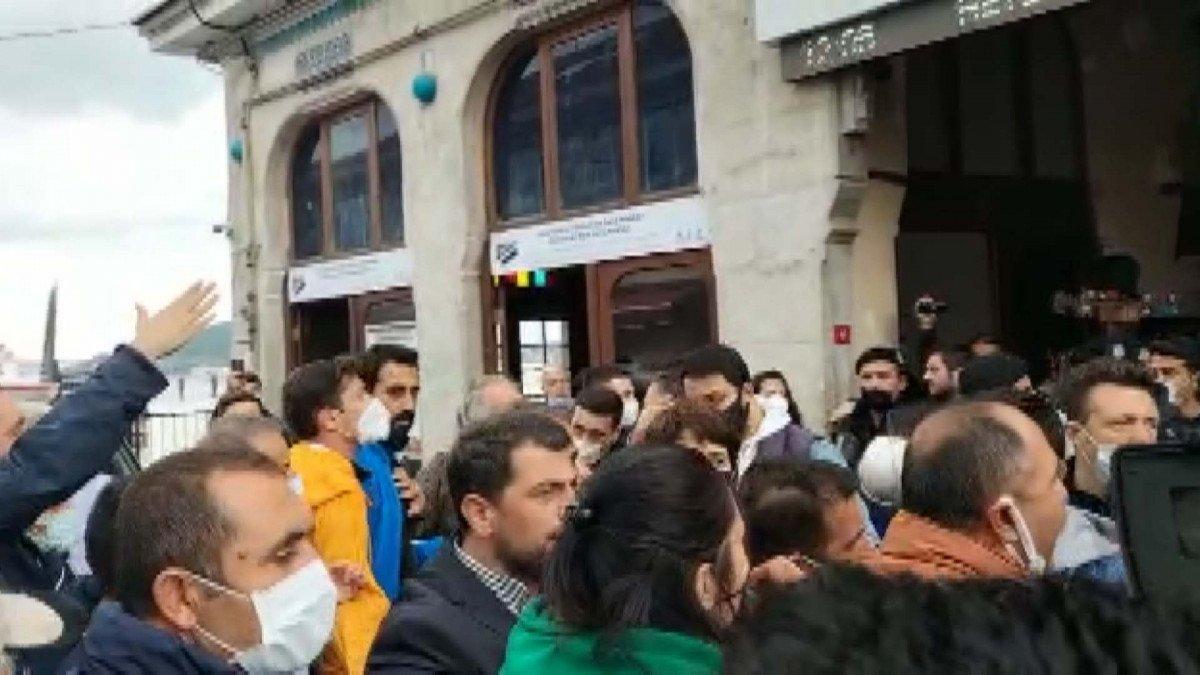 Büyükada da gergin tahliye: İBB ve TÜGVA'dan açıklama geldi #5