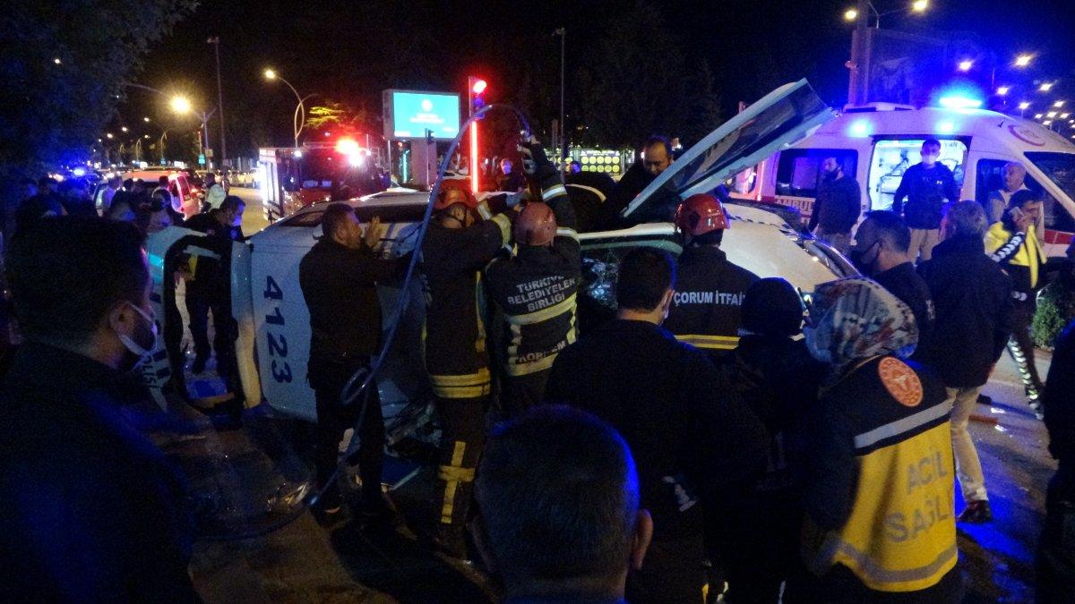 Çorum'da kaçan aracı kovalayan polis otomobili takla attı