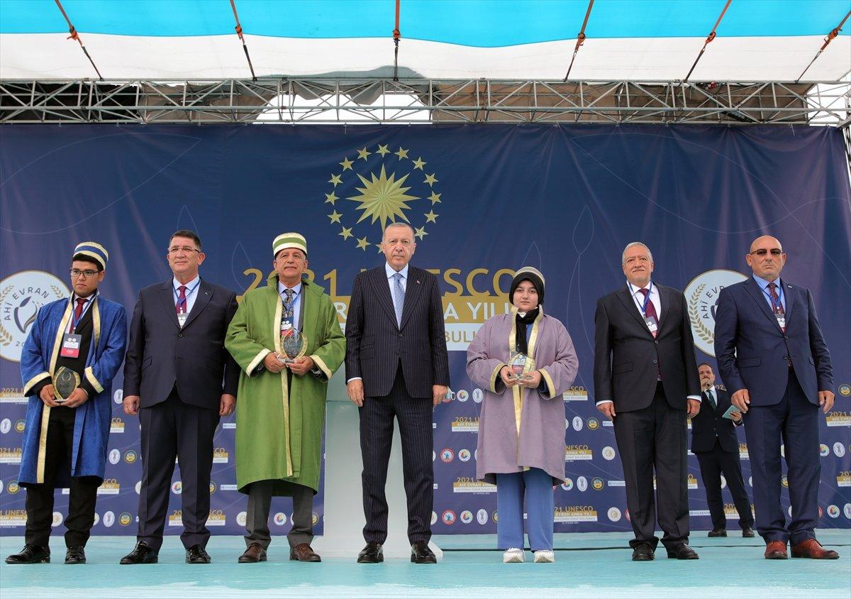 Cumhurbaşkanı Erdoğan a çocuklardan yoğun ilgi #1