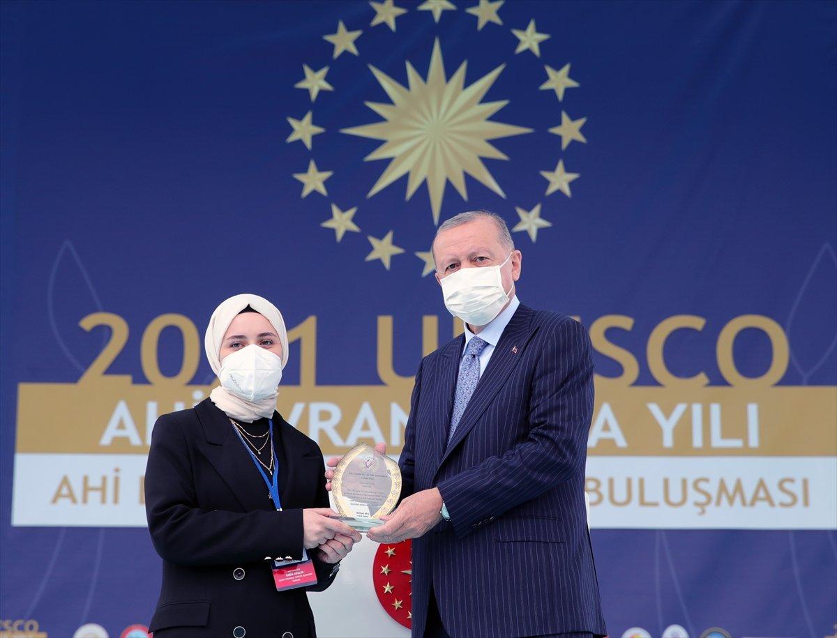 Cumhurbaşkanı Erdoğan a çocuklardan yoğun ilgi #3