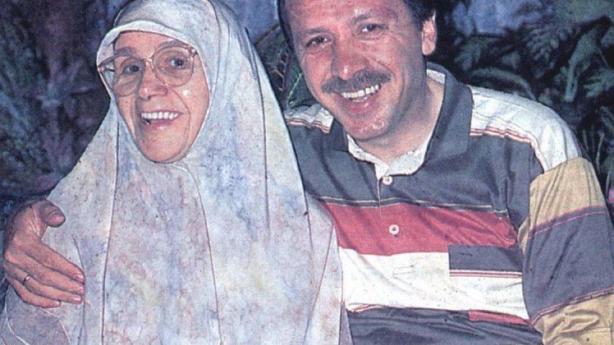 Cumhurbaşkanı Erdoğan, annesiyle fotoğrafını paylaştı