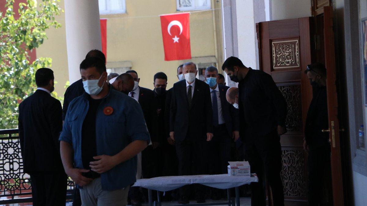 Cumhurbaşkanı Erdoğan, cuma namazını Mersin'de kıldı