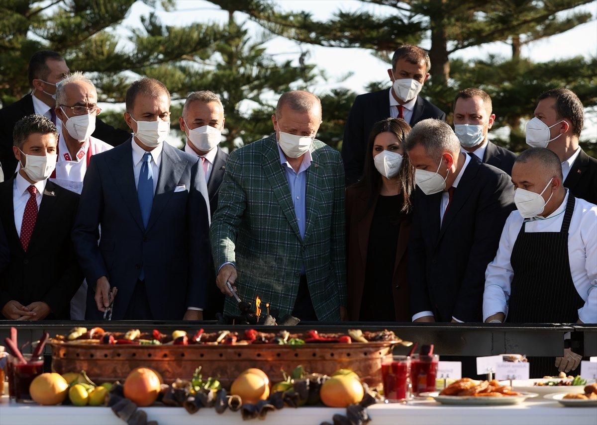 Cumhurbaşkanı Erdoğan lezzet festivalinde mangalın başına geçti #2