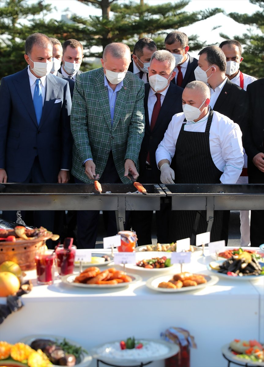Cumhurbaşkanı Erdoğan lezzet festivalinde mangalın başına geçti #6