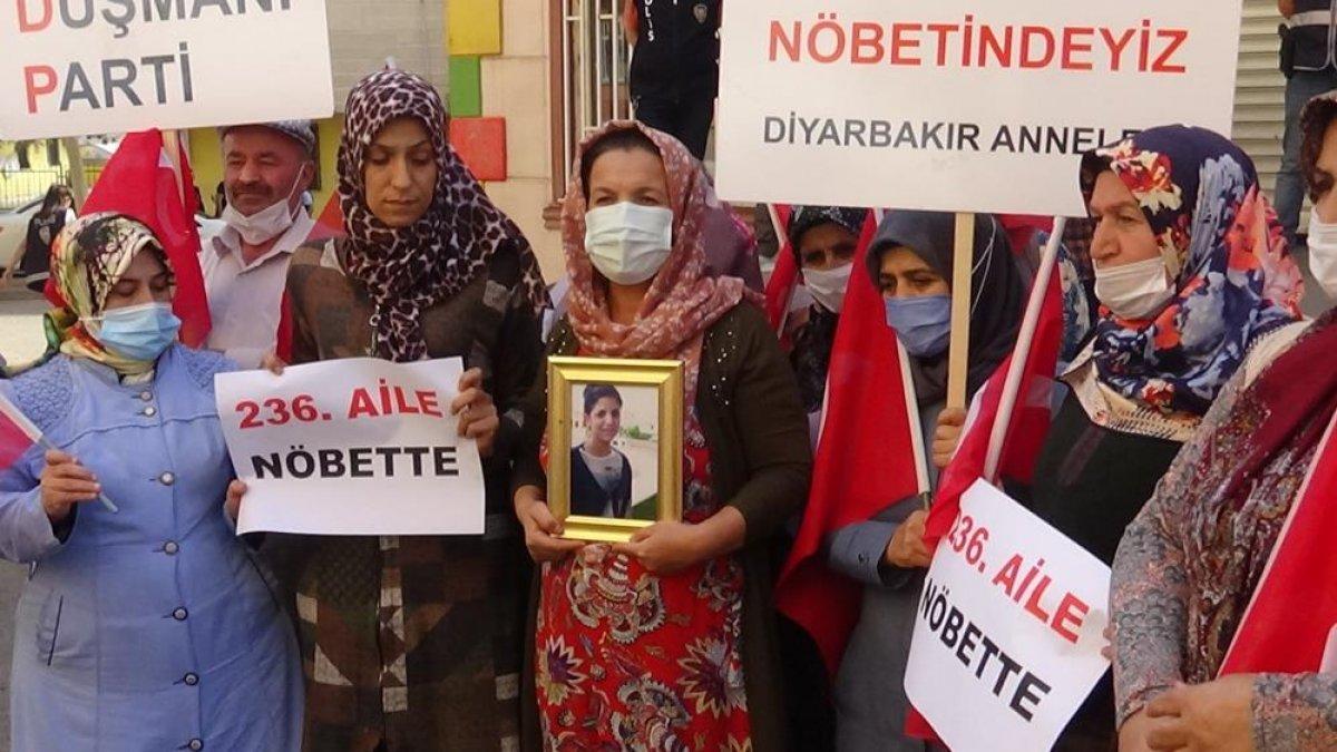 Diyarbakır annelerinin evlat nöbetine yeni bir anne daha katıldı #1
