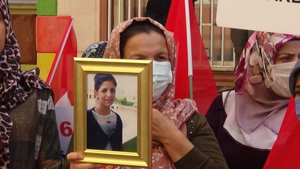 Diyarbakır annelerinin evlat nöbetine yeni bir anne daha katıldı #3