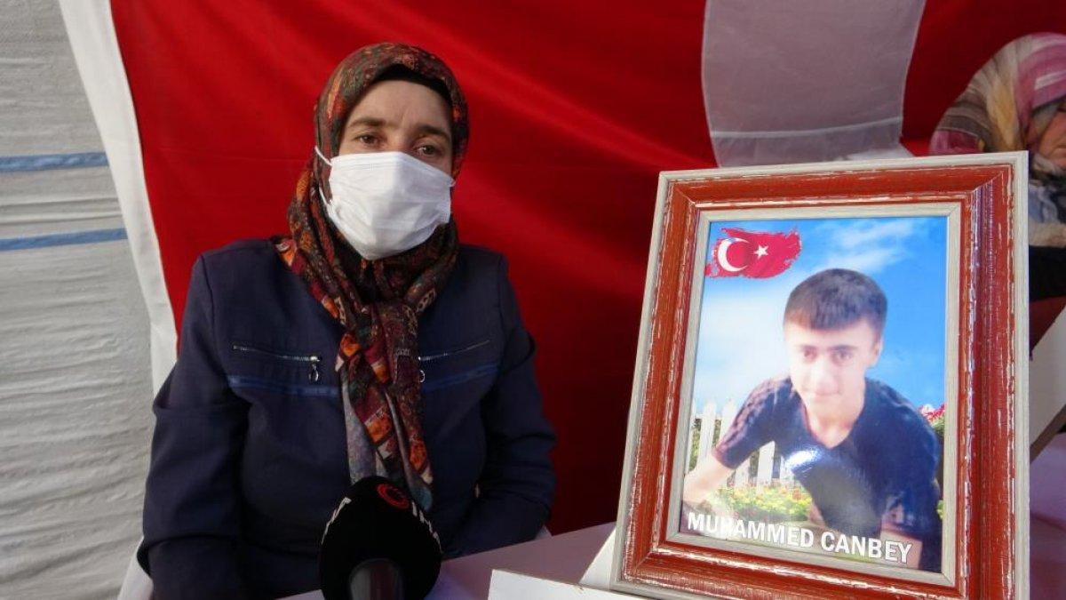 Diyarbakır'da evlat nöbetindeki anne: Oğlum gel adalete ve devlete teslim ol