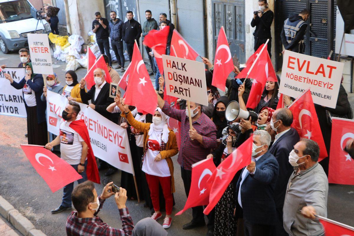 Diyarbakır daki annelerden, Hakkari deki evlat nöbeti eylemlerine destek #8