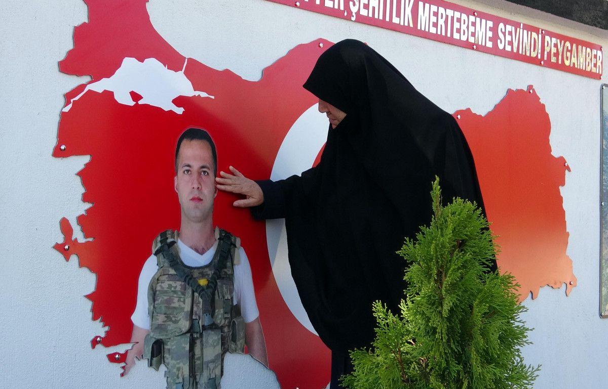 Diyarbakır şehidine ailesi anıt yaptırdı #6