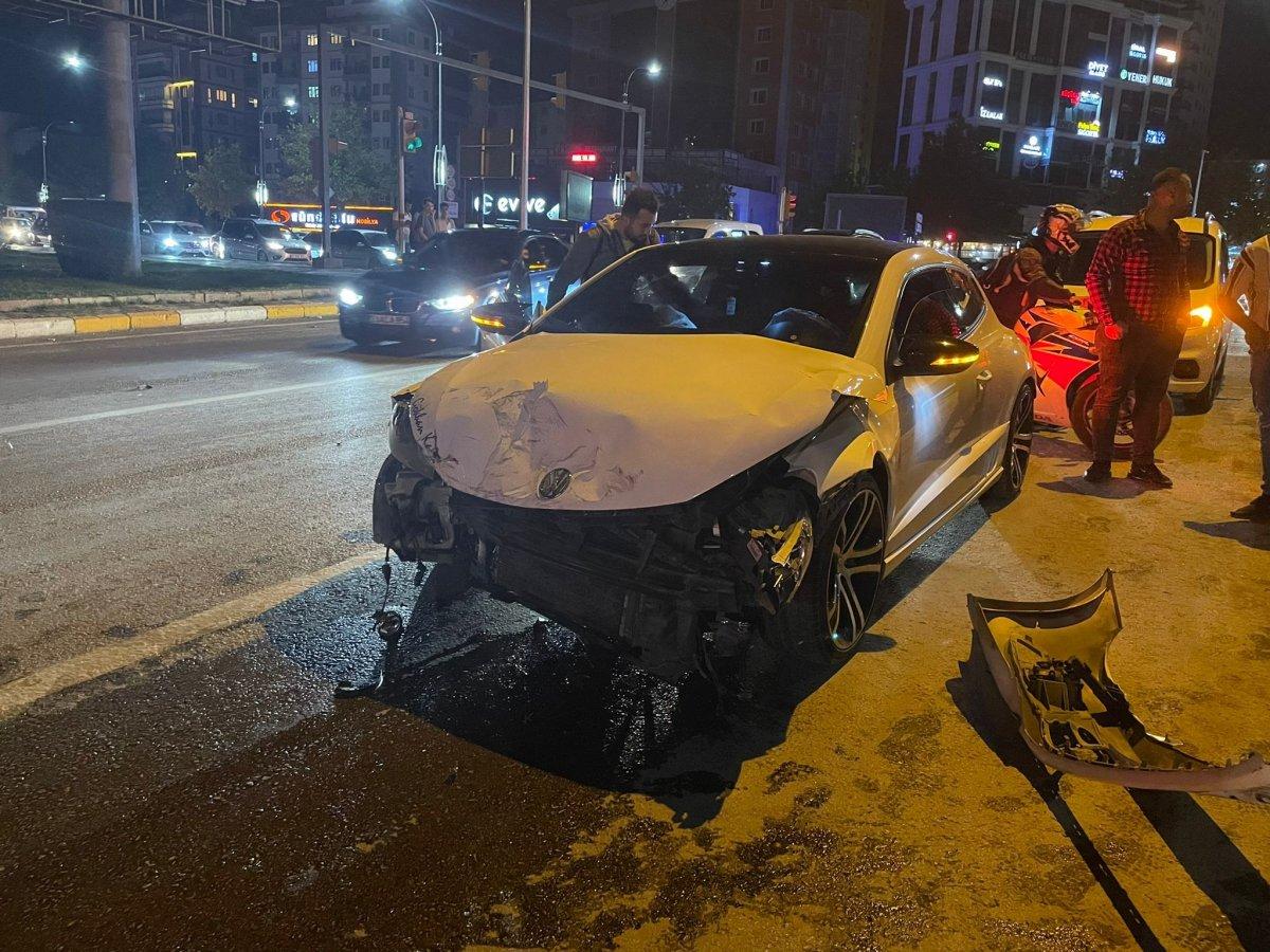 Elazığ da otomobil ile pikap çarpıştı: 2 yaralı #2