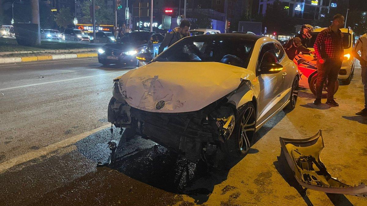Elazığ'da otomobil ile pikap çarpıştı: 2 yaralı