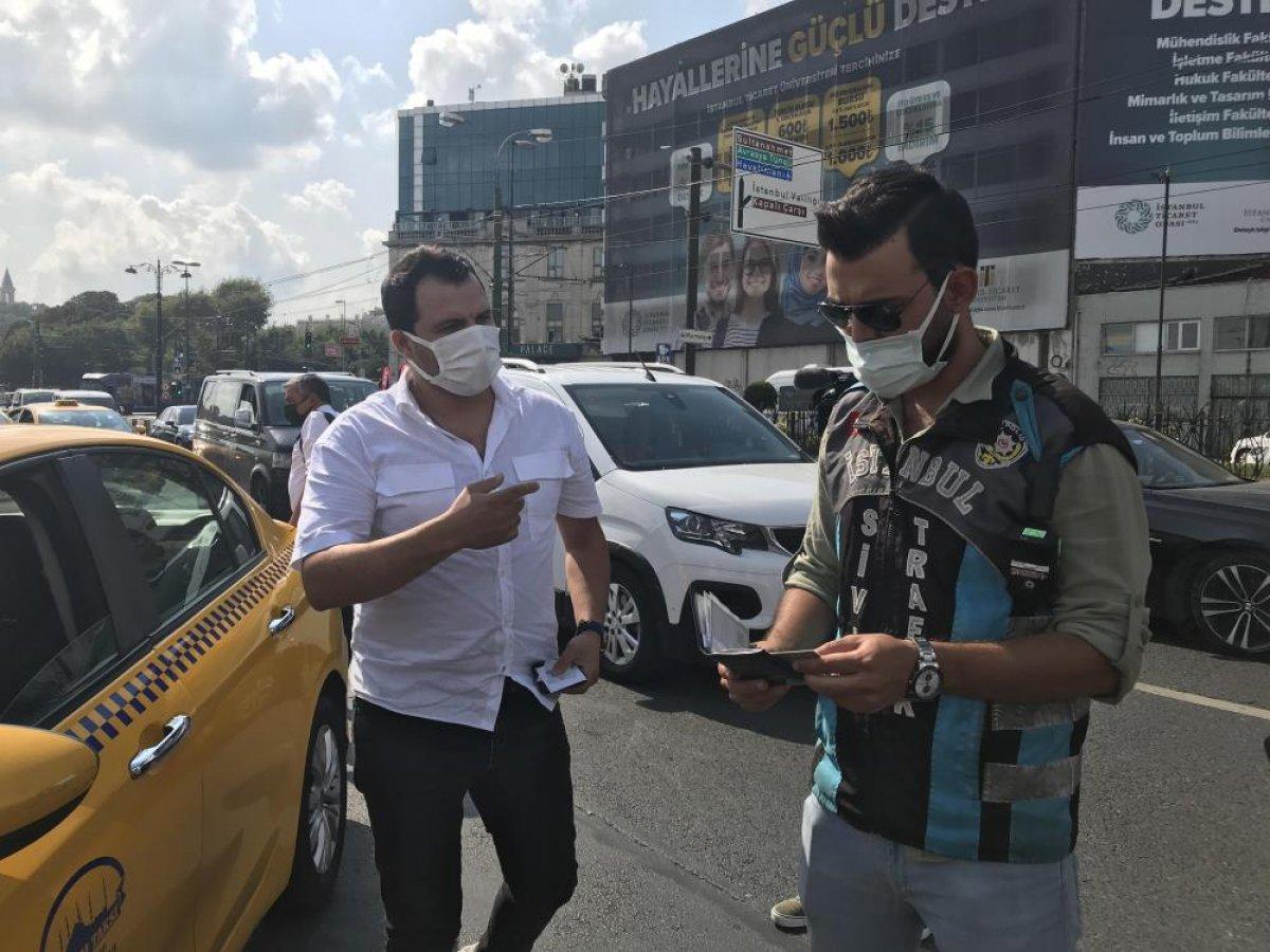 Eminönü'nde sivil ekipler taksileri denetledi #2