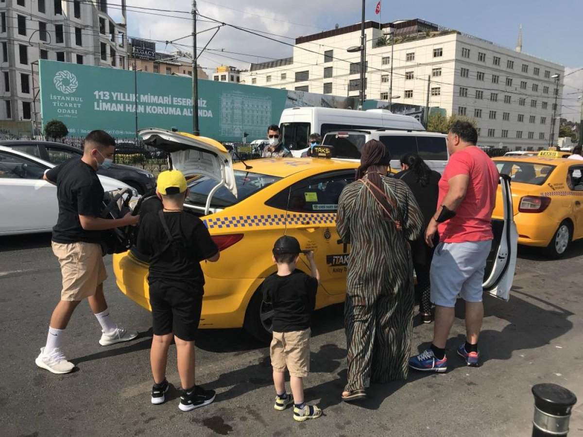 Eminönü'nde sivil ekipler taksileri denetledi #6
