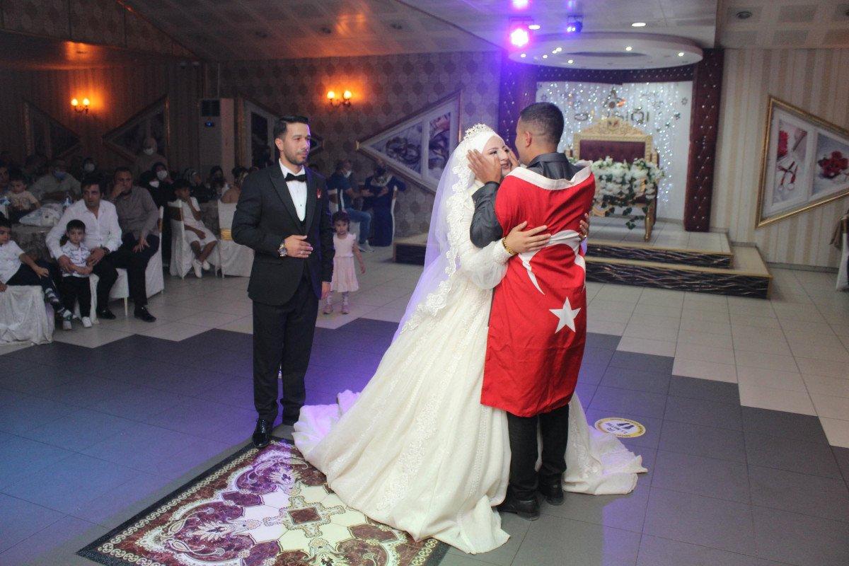 Erzurum'da, asker kardeş ablasının düğününe gelerek sürpriz yaptı #1