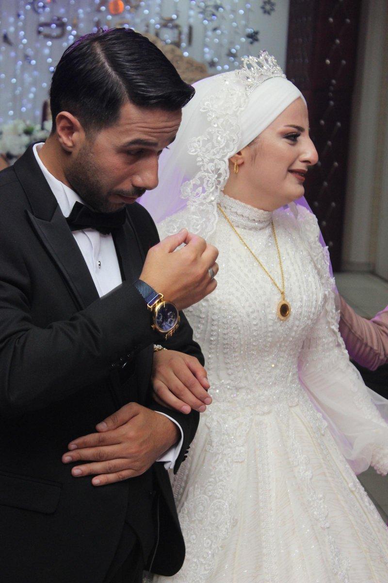 Erzurum'da, asker kardeş ablasının düğününe gelerek sürpriz yaptı #4