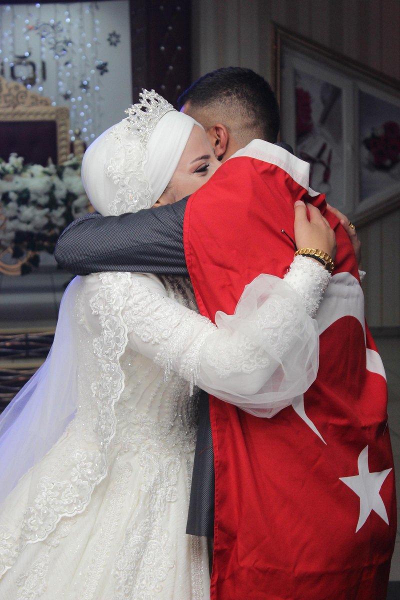 Erzurum'da, asker kardeş ablasının düğününe gelerek sürpriz yaptı #6
