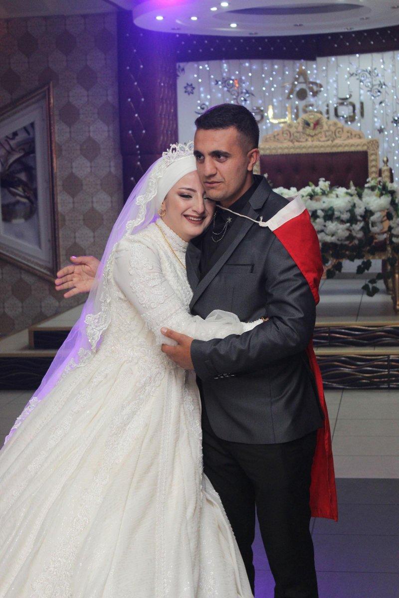 Erzurum'da, asker kardeş ablasının düğününe gelerek sürpriz yaptı #7
