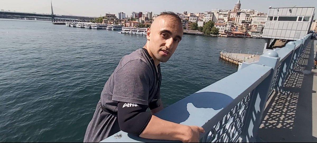 Galata Köprüsü nden gemiye atlayan genç #1