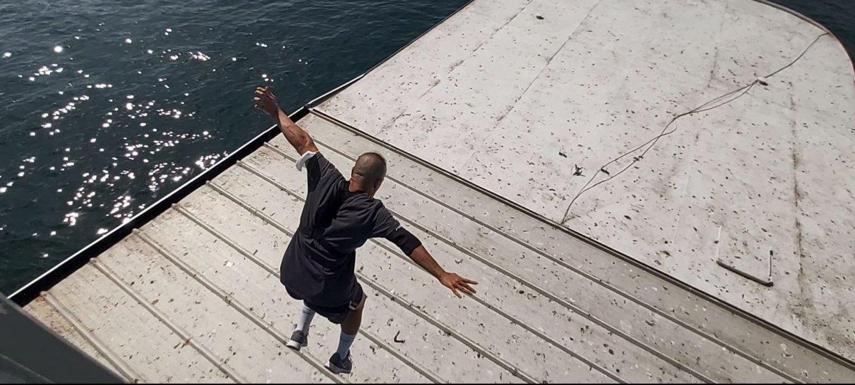 Galata Köprüsü nden gemiye atlayan genç #3