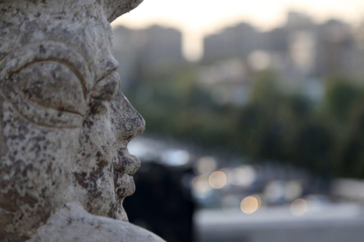 İran da kapıcı Afgan göçmen, topladığı çöpleri sanat eserine dönüştürüyor #3