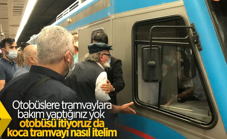 İstanbul'da bozuk metro isyanı: Tren büyük olduğu için itemiyoruz