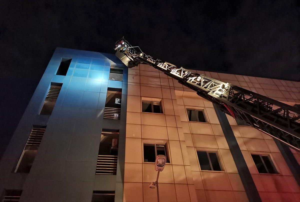 İstanbul da çıkan yangın söndürüldü #1