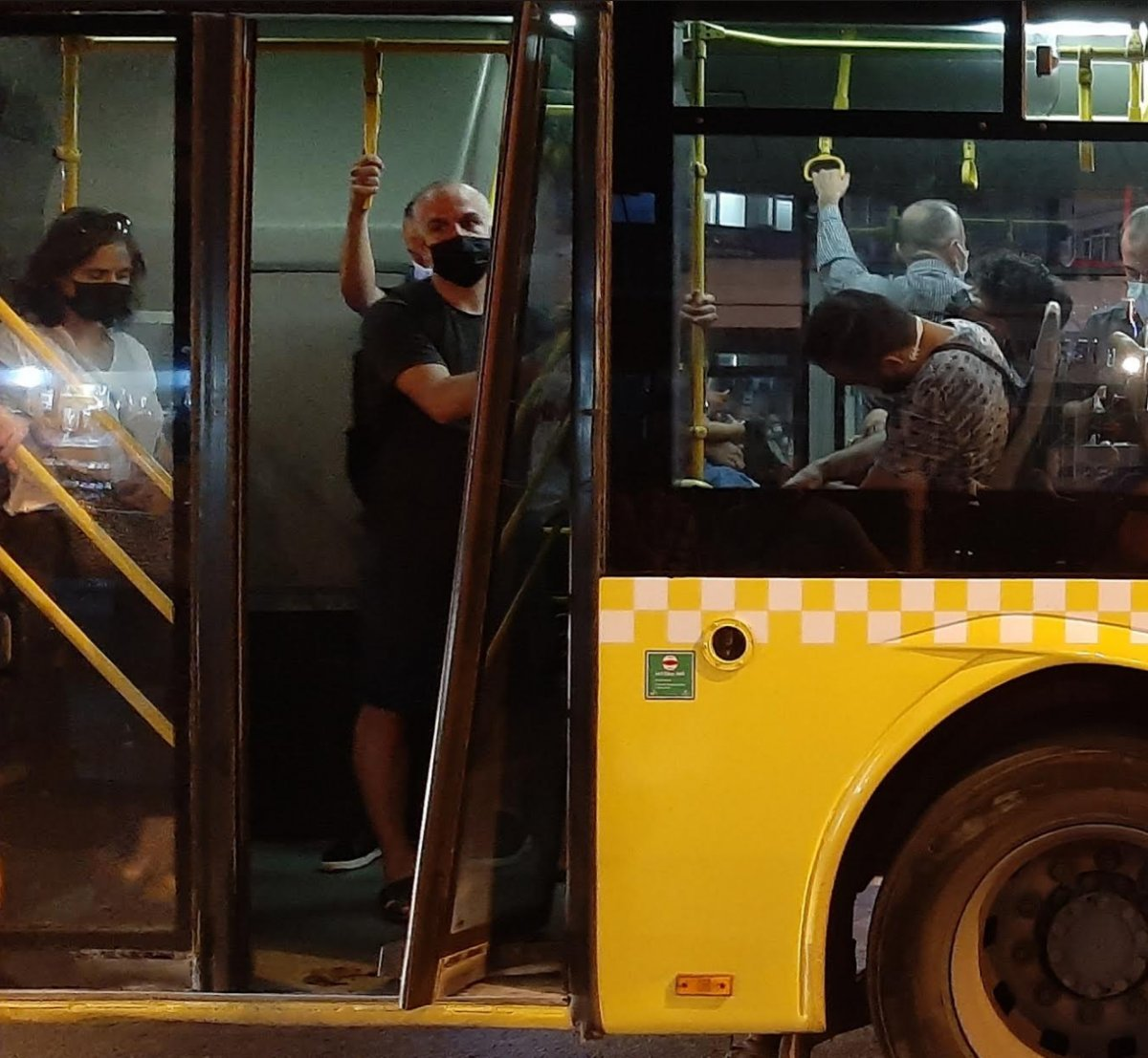 İstanbul da İETT araçlarındaki arızalar mağduriyet oluşturmaya devam ediyor #11