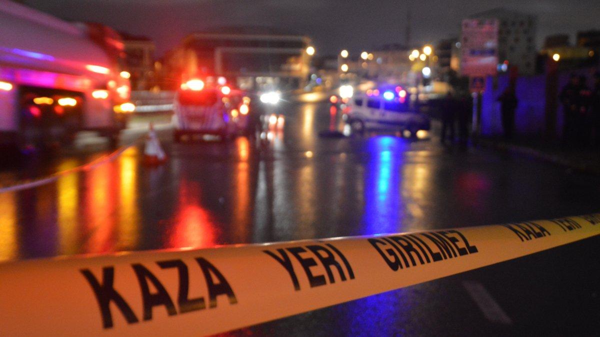 İstanbul'da karşıdan karşıya geçenlere otomobil vurdu: 3 ölü