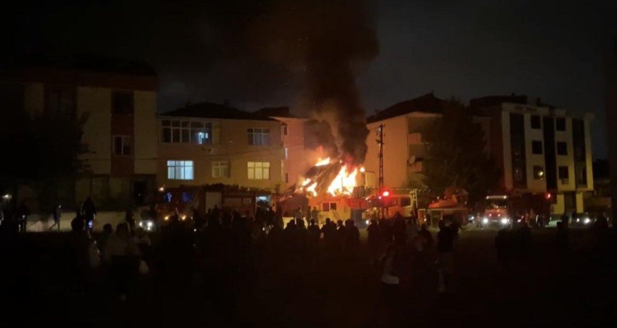 İstanbul da kimyasal maddelerin bulunduğu iş yerinde yangın çıktı #3