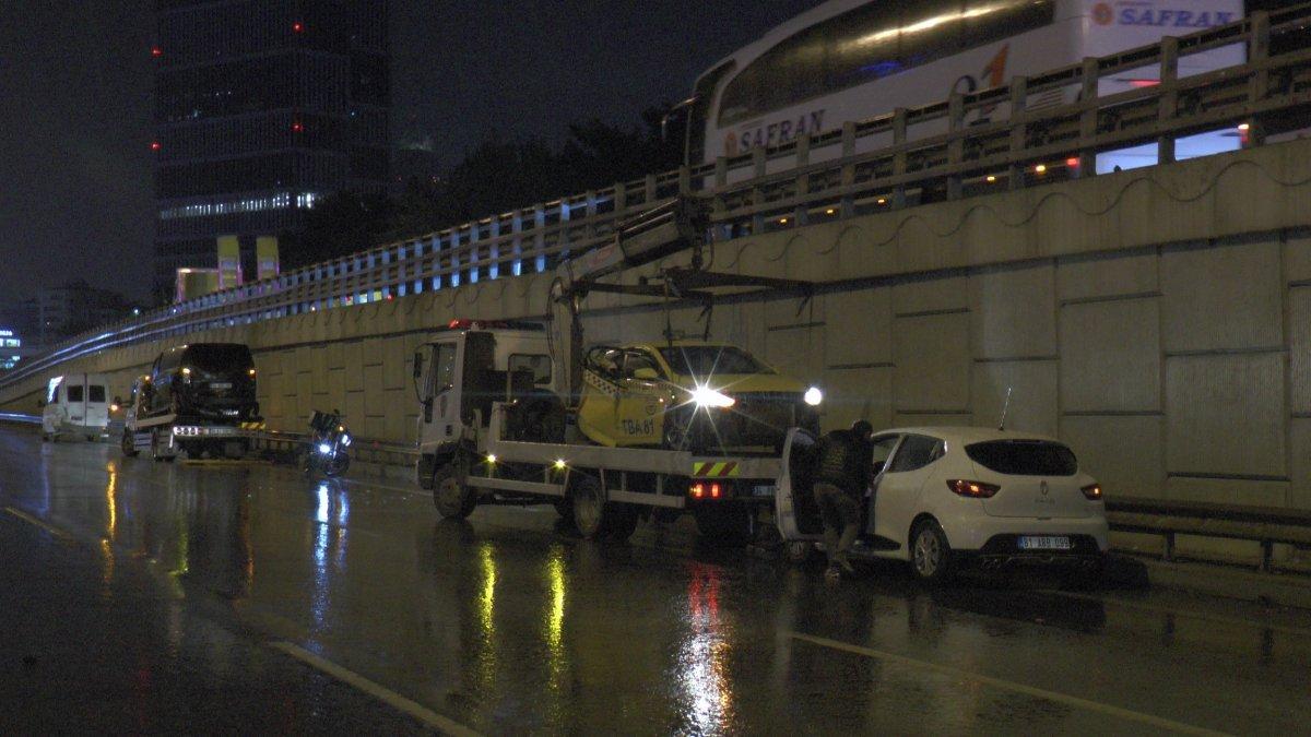 İstanbul da zincirleme kaza: 4 yaralı #2