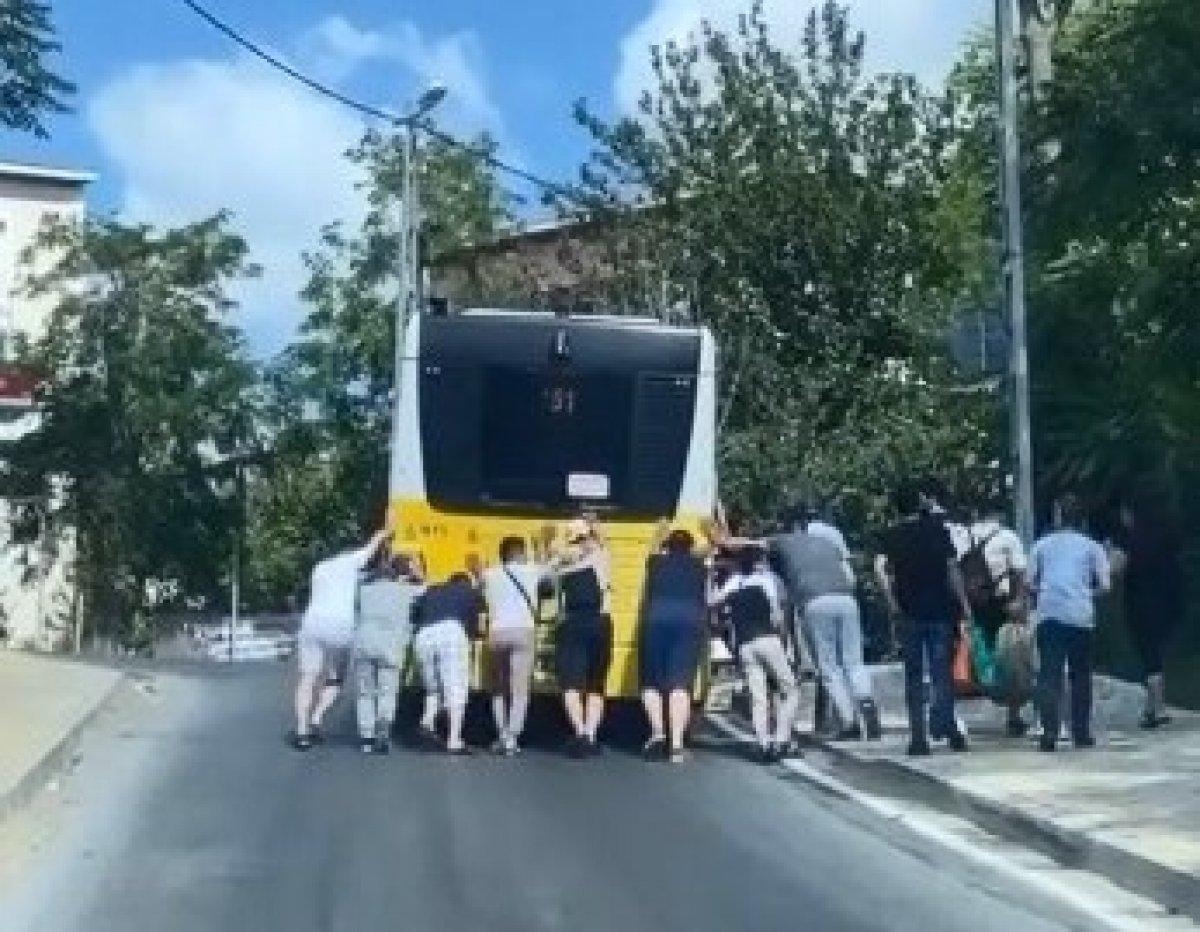 İstanbul Salacak ta bir İETT otobüsü daha yolda kaldı #3